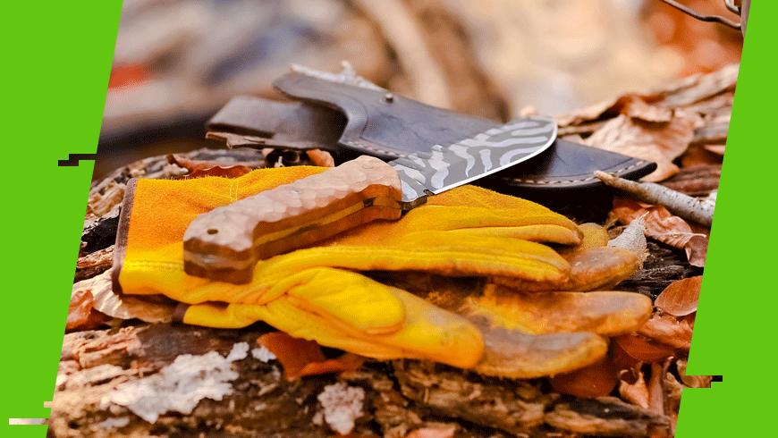 rękawice i nóż w bushcrafcie