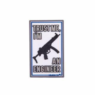 """Emblemat Helikon """"Trust Me I'm An Engineer"""" - Biały"""